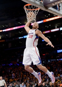VIDEO: Blake Griffin Gets An Easy Dunk When The Lakers Huddle Up