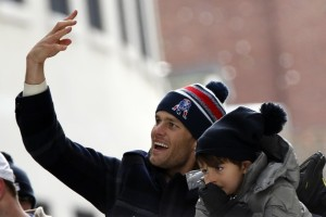 VIDEO: Tom Brady Is Now Mr. Daredevil & Takes Up Cliff Diving